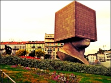blockhead building, nice france, tête carrée,